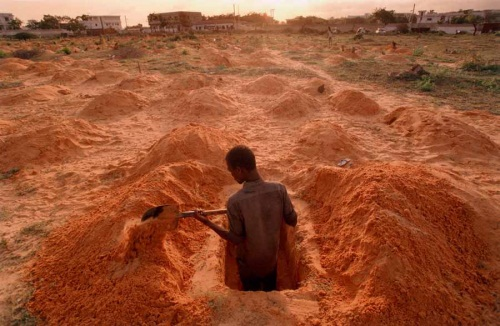 "Howard G. Castleberry, Father Buries Daughter, September 1992. From the series ""Somalia: A Nation at the Abyss."" Collection of the MFA Houston."