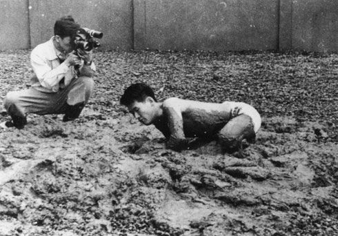 Shiraga Kazuo, Challenging Mud, 1955. (Performance views.)