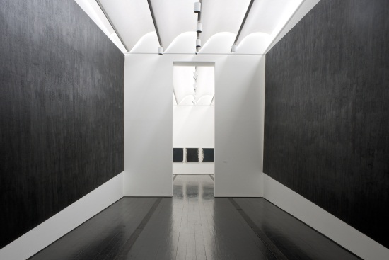 Richard Serra, Two Corner Cut: High Low, installation view at Menil Collection, 2012.