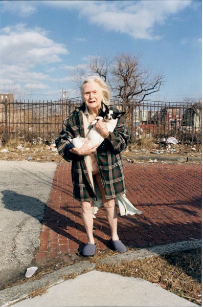 Zoe Strauss, Alzheimer's, Philadelphia, 2002.