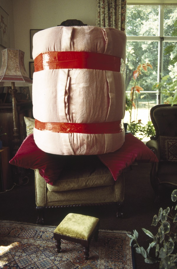 Phyllida Barlow, Object for an armchair, 1994.