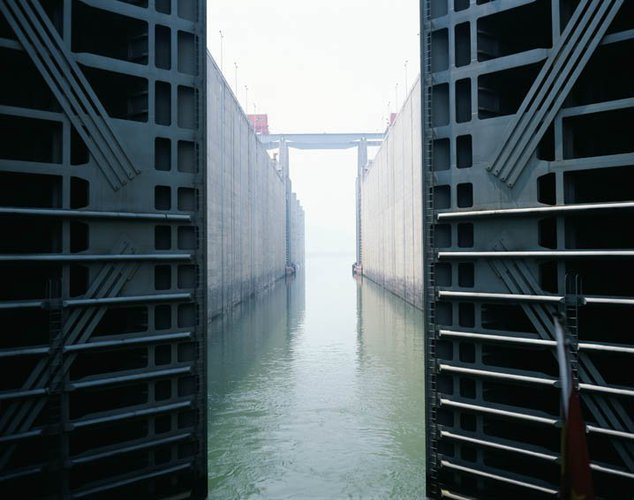 Catherine Yass, Lock (stills), 2006.