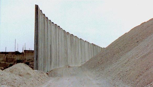 Catherine Yass, Wall (video stills), 2004.
