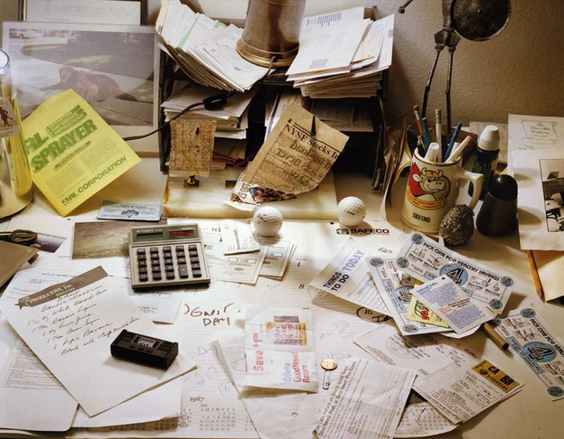 Larry Sultan, My Fathers Desk, 1987.