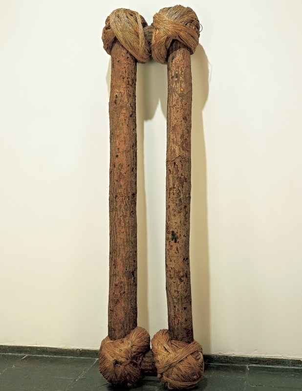 Jackie Winsor, Bound Logs, 1972-73. Collection of the Whitney Museum of American Art, New York.