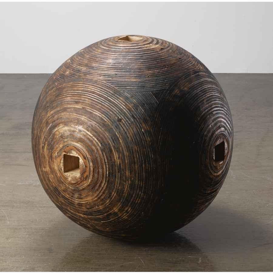 Jackie Winsor, Burnt Sphere, 1980.