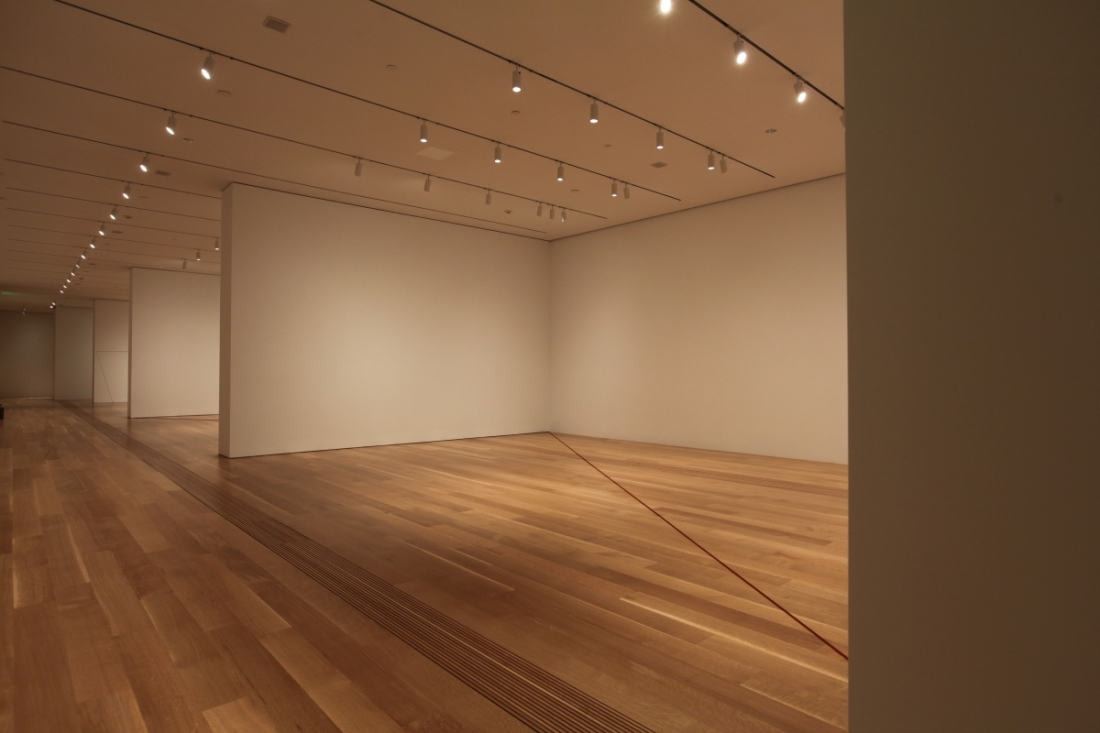 Installation view of Fred Sandback 64 Three-part Pieces [Permutation No. 20], Pulitzer Arts Foundation, 2015.
