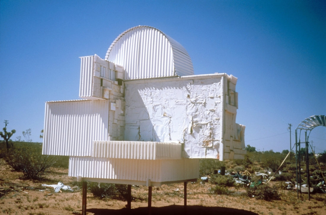 Noah Purifoy, Ode to Frank Gehry, 2000.
