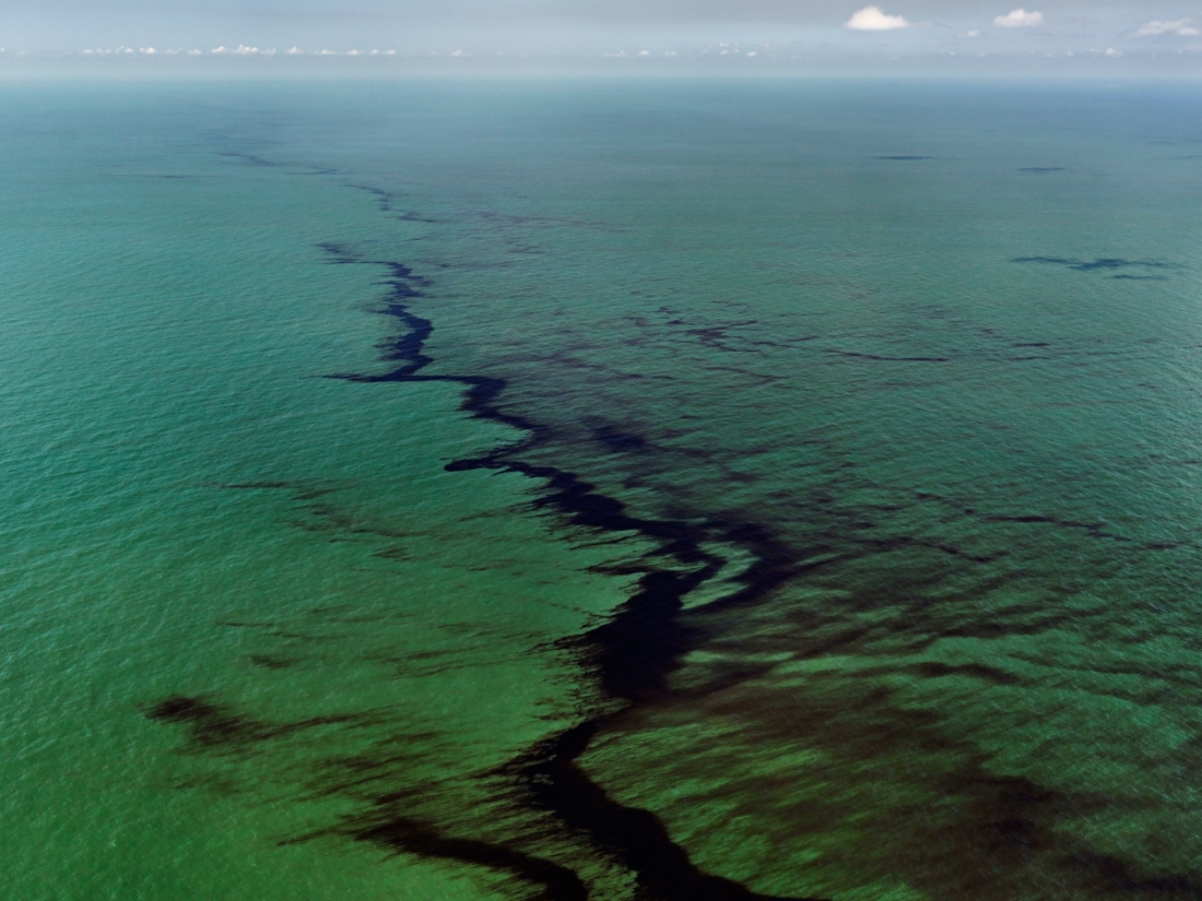 Edward Burtynsky, Oil Spill #10, Oil Slick, Gulf of Mexico, USA, 2010.