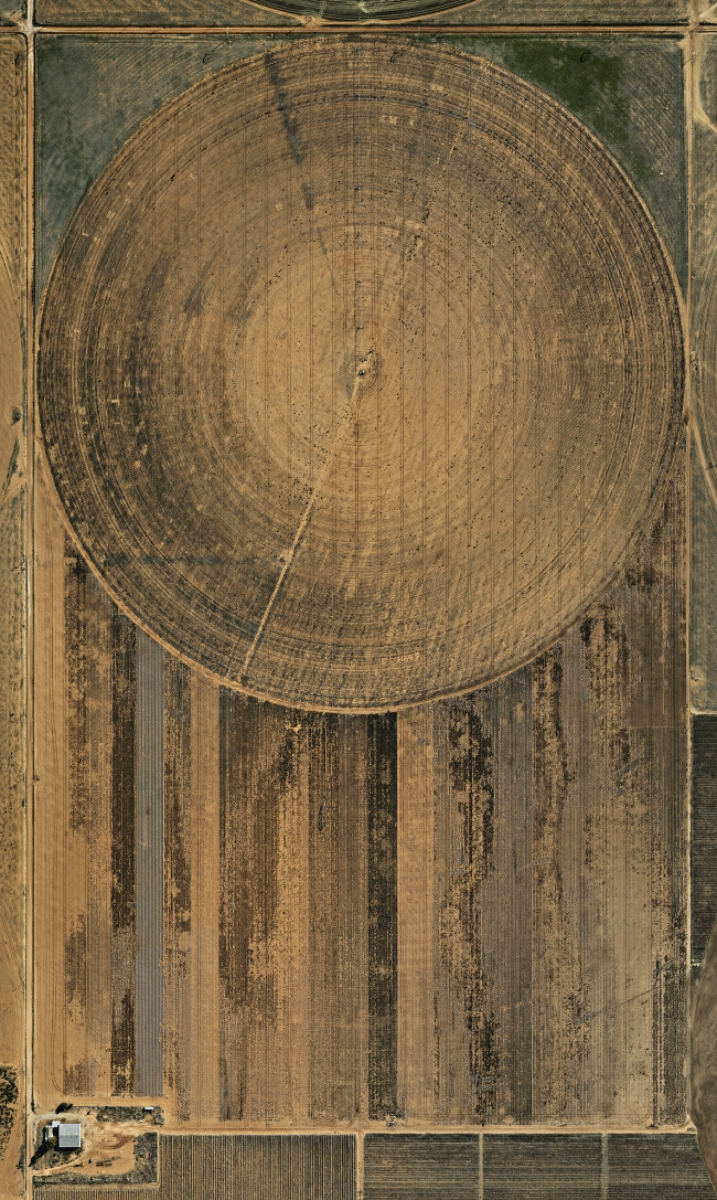 Edward Burtynsky, Pivot Irrigation #2, High Plains, Texas Panhandle, USA, 2011.