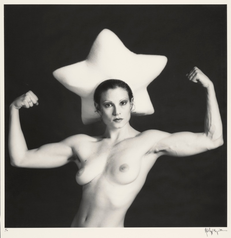 Robert Mapplethorpe, Lisa Lyon (wearing a star hat by Claude Montana), 1982.
