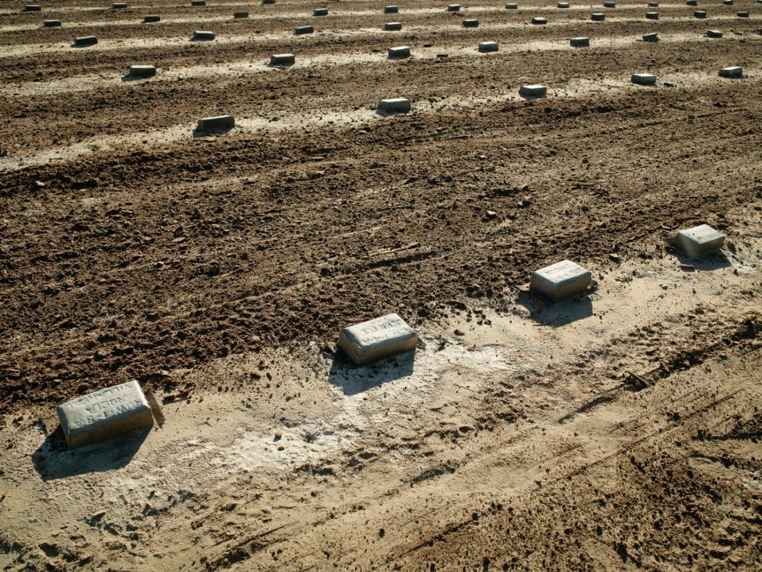 Richard Misrach, John Doe, pauper's grave, Holtville, California, 2013.